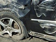 Пьяный директор автошколы разбил две машины и вылетел на детскую площадку