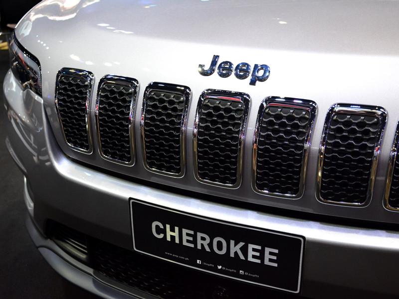 Вождь североамериканского индейского племени чероки Чак Хоскин-младший обратился к компании Jeep с призывом перестать использовать имя племени в названии популярной модели кроссовера (Jeep Cherokee)