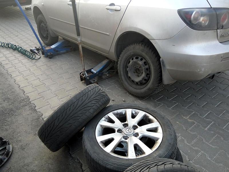 Столичные власти призвали автовладельцев сменить зимнюю резину